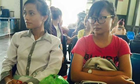"""Nhiều thí sinh đã bắt đầu rời khỏi thủ đô Hà Nội lên xe về quê trong tình trạng """"hoang mang"""""""