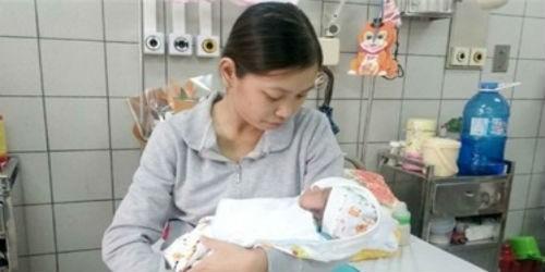 Chị Nguyễn Hoàng Yến và con trai (Nguồn:Vietnamnet)
