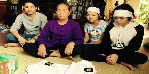 Mẹ, chồng và 2 con gái của sản phụ Sợi đau xót khi kể lại sự việc