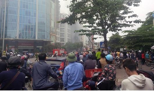 Cẩn thận : Những người đứng xem cháy cũng hít phải khí độc