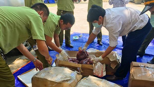 Gần 3 tạ nội tạng không rõ nguồn gốc bị lực lượng chức năng Quảng Bình bắt giữ