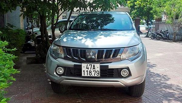 Xe ô tô biển xanh của Trung tâm Y tế thị xã Quảng Trị bị hai đối tượng lắp biển số giả 47A-118.79