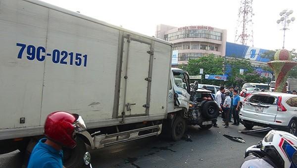 Hiện trường vụ tai nạn giao thông tại ngã tư đường Lý Thường Kiệt, TP Đồng Hới