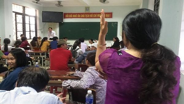 Sau khi xảy ra sự việc, chiều tối 3/6, Giám đốc Sở Giáo dục và Đào tạo Quảng Bình trực tiếp chỉ đạo buổi họp bàn phương án xử lý.
