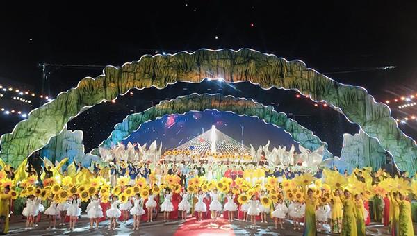 Toàn cảnh chương trình nghệ thuật khai mạc Lễ hội hang động tỉnh Quảng Bình năm 2019