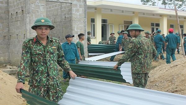 Các chiến sĩ tích cực trong công tác dân vận