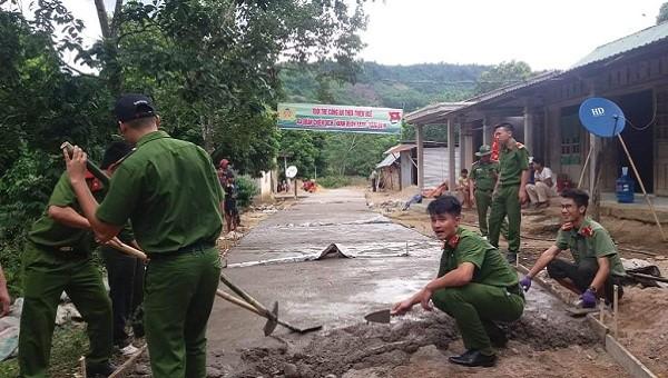 """Công an tỉnh Thừa Thiên Huế phối hợp với các đơn vị hưởng ứng chiến dịch """"Hành quân xanh"""" năm 2019"""