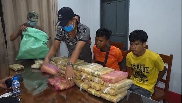 Chặt đứt đường dây vận chuyển 200.000 viên ma túy tổng hợp vào Việt Nam