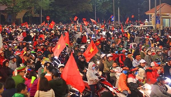 Hàng chục 'quái xế' bị tuýt còi sau chiến thắng của U22 Việt Nam