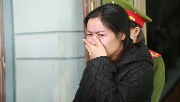 """Đối tượng Nguyễn Thị Thanh Hải bị khởi tố tội danh """"Làm giả con dấu, tài liệu giả của cơ quan, tổ chức"""" và tội """"Lừa đảo chiếm đoạt tài sản:."""