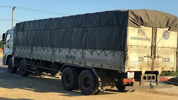 Quảng Bình: Bắt giữ xe ô tô tải chở lô hàng 'lậu' giá trị khoảng 300 triệu đồng