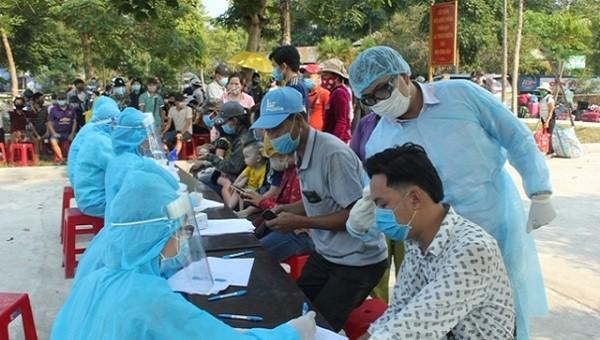 Thừa Thiên Huế tiếp nhận thêm 704 công dân từ Lào về nước tránh dịch