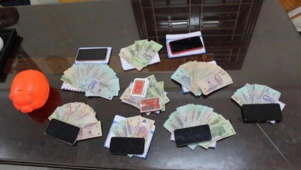 Tang vật vụ đánh bạc (ảnh: CA)