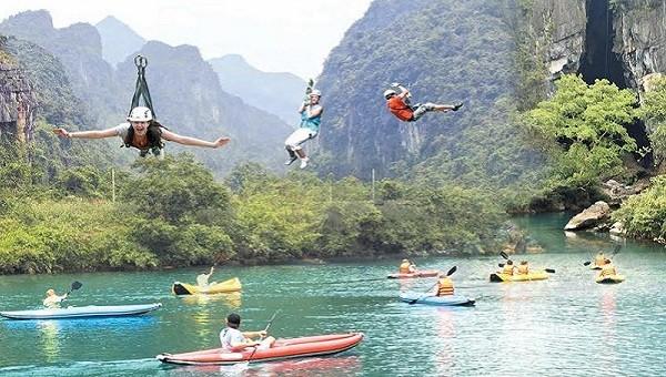 Hàng chục nghìn lượt khách du lịch đến Quảng Bình trong dịp lễ 30/4 và 1/5