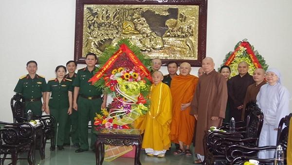 Bộ CHQS tỉnh Thừa Thiên- Huế thăm, chúc mừng Đại lễ Phật đản 2020