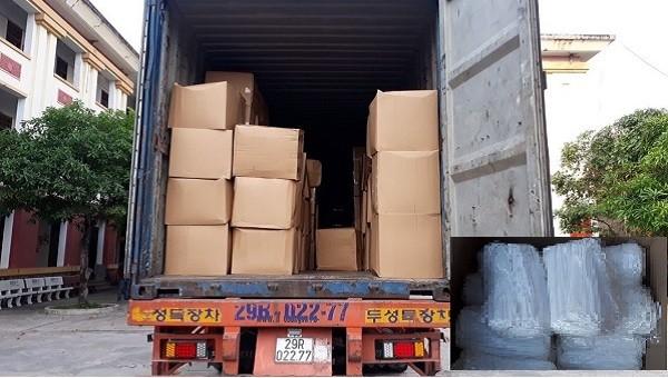 Bắt xe ô tô chở lô khẩu trang không rõ nguồn gốc trị giá khoảng 700 triệu đồng