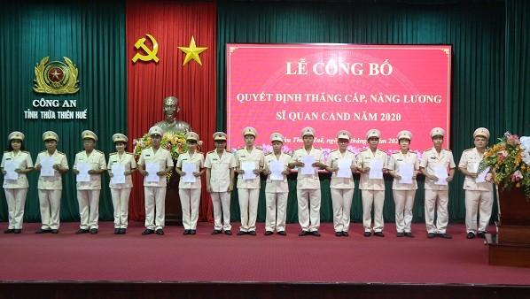 Thăng cấp bậc hàm, nâng lương cho 918 sĩ quan công an nhân dân