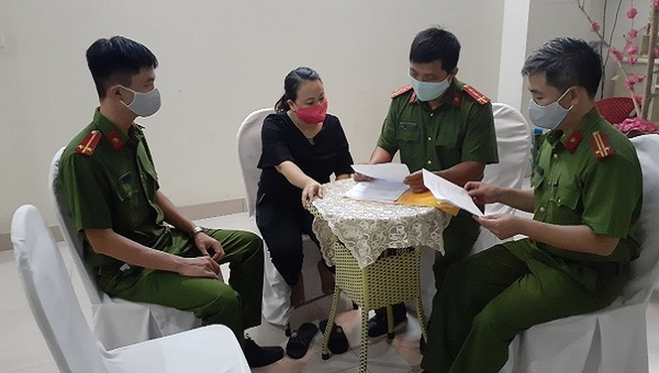 Lực lượng công an tiến hành kiểm tra các cơ sở lưu trú.