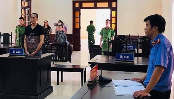 Phiên tòa sơ thẩm xét xử đối với Phạm Đình Luận  (Ảnh: T.Anh)