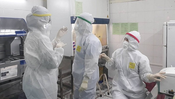 Xét nghiệm khẩn người thân liên quan bệnh nhân tái nhiễm Covid-19 tại Quảng Bình