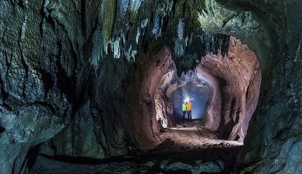 Đến với Quảng Bình, du khách sẽ chiêm ngưỡng được rất nhiều hệ thống hang động hấp dẫn.