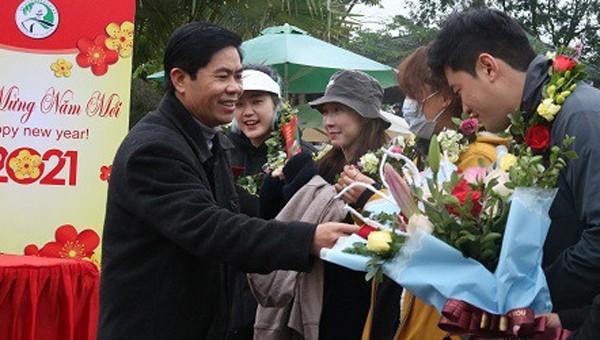 Hàng trăm lượt du khách đến 'xông đất' Quảng Bình ngày đầu năm