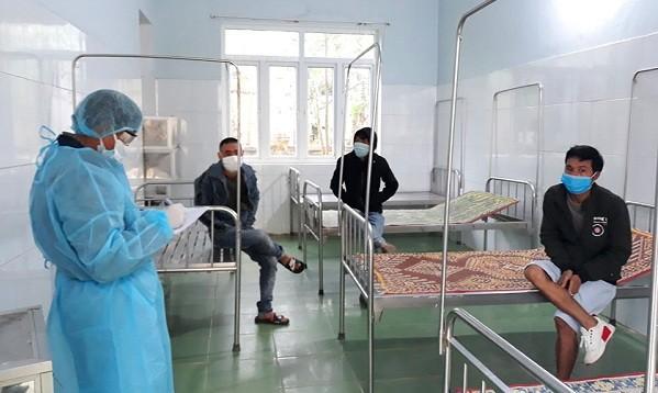 Lấy mẫu xét nghiệm 3 người nhập cảnh trái phép về Quảng Bình