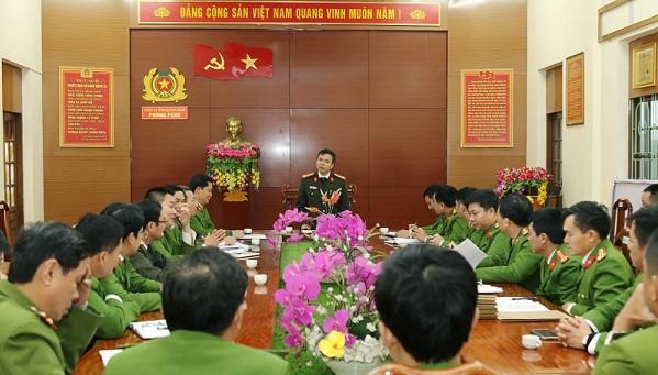 Đại tá Nguyễn Tiến Nam - Giám đốc Công an tỉnh Quảng Bình - chỉ đạo lực lượng phá án.