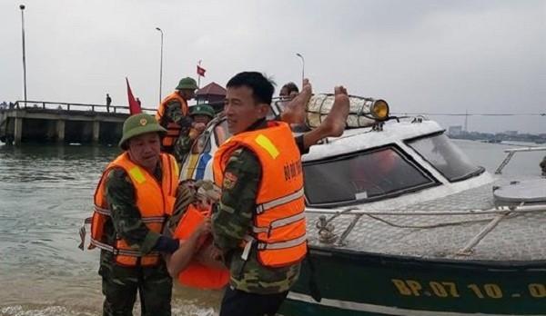 Đồn Biên phòng Nhật Lệ đưa nạn nhân về đơn vị để sơ cứu. Ảnh: Hoài Nam
