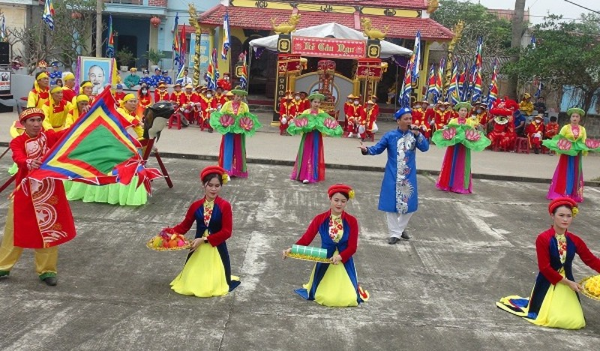 Màn múa hát dân ca làng biển Cảnh Dương (huyện Quảng Trạch, tỉnh Quảng Bình).
