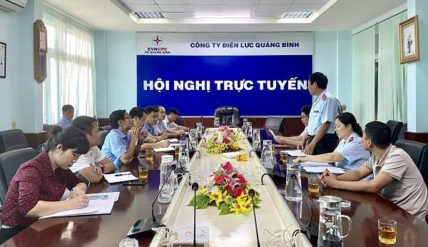 Đoàn Thanh tra của Sở KH&CN kiểm tra chuyên ngành về đo lường tại PC Quảng Bình.