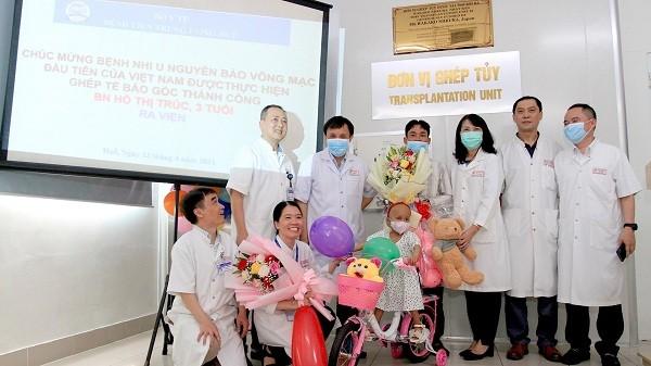 Bệnh viện Trung ương Huế làm thủ tục xuất viện cho bệnh nhi Hồ Thị Tr.