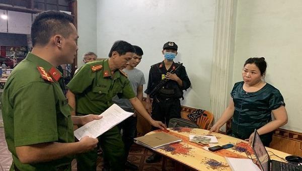 Khám xét chỗ ở của 2 'bà trùm' cho vay lãi nặng tại Quảng Bình