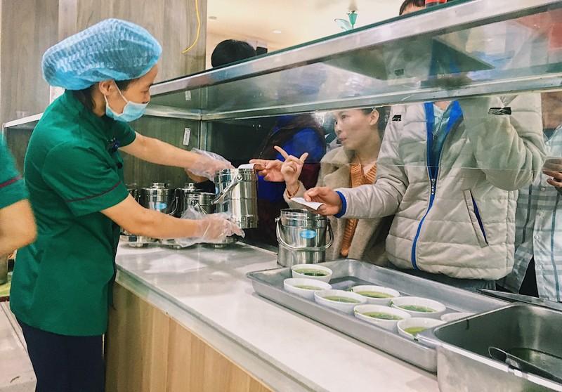 Bệnh viện Đa Khoa Hùng Vương đẩy mạnh giảm thiểu chất thải nhựa