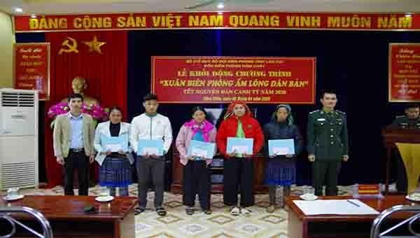 Khởi động chương trình 'Xuân Biên phòng ấm lòng dân bản' tại Lào Cai