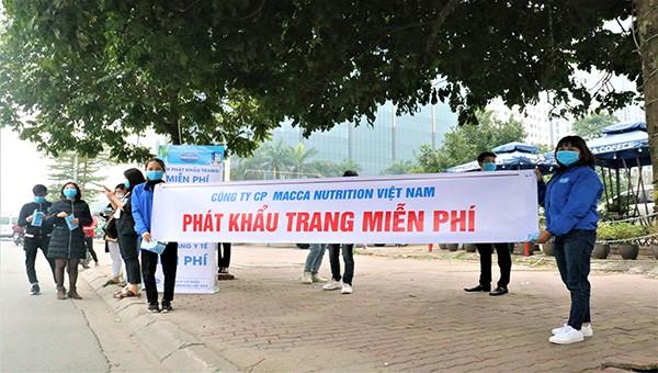 Phát 10.000 chiếc khẩu trang miễn phí cho người dân Hà Nội