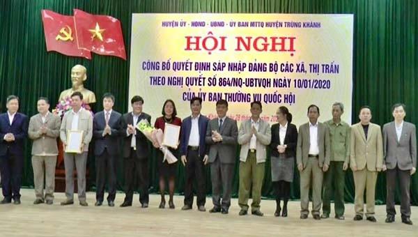 Sau khi sắp xếp, huyện Trùng Khánh có 14 đơn vị hành chính cấp xã, gồm 13 xã và 01 thị trấn.