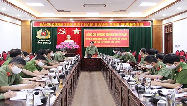 Ông Bùi Văn Nam, Ủy viên Trung ương Đảng, Thứ trưởng Bộ Công an, phát biểu tại buổi làm việc.
