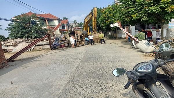 Xã Việt Xuân (Vĩnh Tường, Vĩnh Phúc): Dân dựng barie trái phép, chính quyền bất lực?