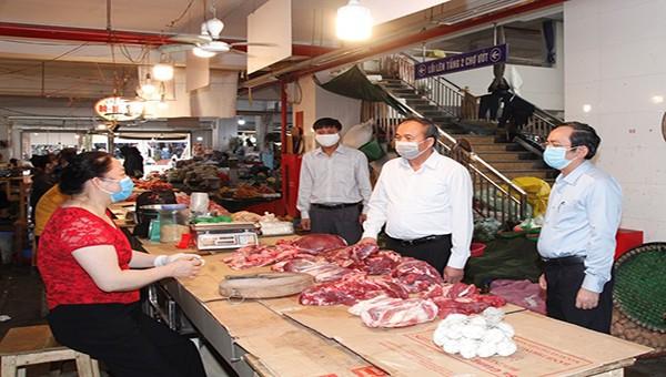Ban Chỉ đạo phòng, chống dịch Covid-19 của tỉnh kiểm tra công tác phòng, chống dịch tại chợ Vĩnh Yên