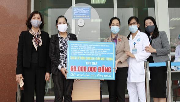 Bệnh viện Sản Nhi Bắc Giang đo thân nhiệt từ xa bằng hệ thống Camera cảm biến hồng ngoại tự động