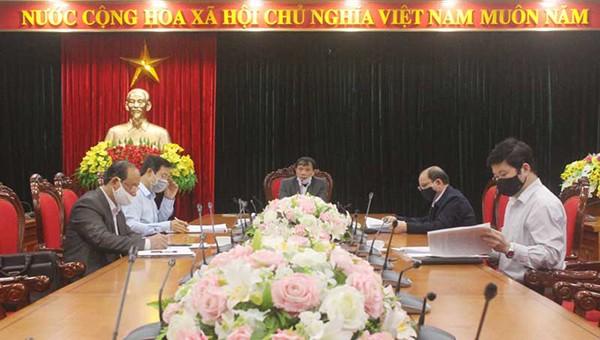 Ông Bùi Văn Khánh, Chủ tịch UBND tỉnh Hòa Bình cùng Đoàn kiểm tra số 4 của BTV Tỉnh ủy Hòa Bình làm việc với Ban Thường vụ huyện ủy Lạc Sơn.