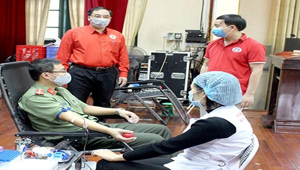400 cán bộ, chiến sỹ Công an tỉnh Phú Thọ tình nguyện hiến máu trong mùa dịch Covid -19