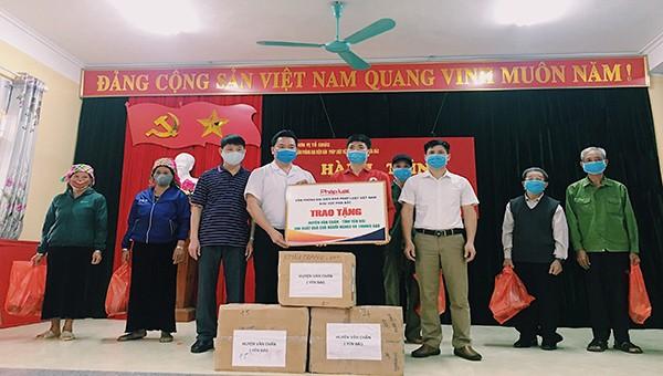 """Tiếp nối """"Hành trình kết nối yêu thương"""" tại huyện Văn Chấn và Trạm Tấu tỉnh Yên Bái"""