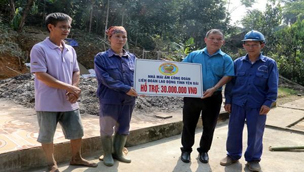 Các cấp công đoàn của Yên Bái hỗ trợ 228 đoàn viên và người lao động có hoàn cảnh khó khăn
