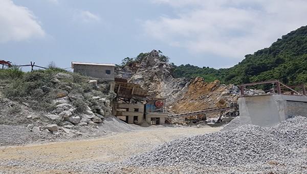 """Sau vụ tai nạn lao động tại mỏ đá tại xã Tô Mậu (Yên Bái): Công ty vẫn hoạt động dù chính quyền nói đã """"tạm đình chỉ"""" (!?)"""