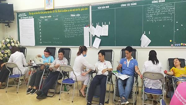 Ngày hội hiến máu nhân đạo tại trường THPT Lê Quý Đôn Hà Đông