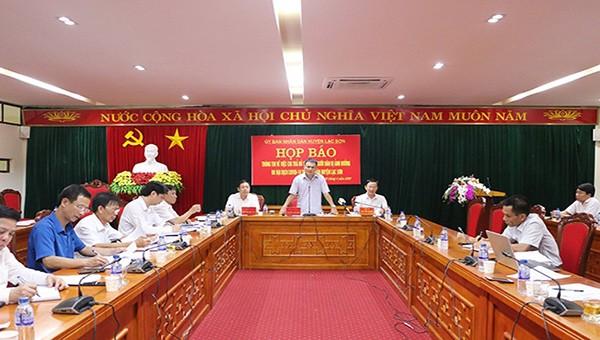 Họp báo thông tin về công tác chi trả hỗ trợ cho người dân bị ảnh hưởng do đại dịch COVID-19 trên địa bàn huyện Lạc Sơn