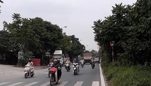 Nơm nớp lo vì xe công trình phóng ngược chiều trên Đại lộ Thăng Long