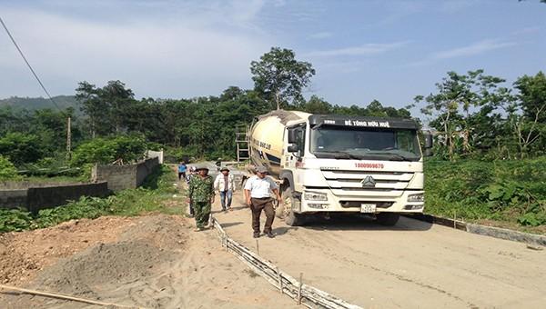 Dự án đường liên xã 15 tỷ đồng của Thái Nguyên kém chất lượng ngay khi thi công